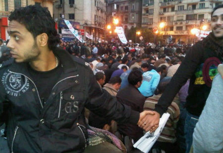 Christians protect Muslims in Egypt